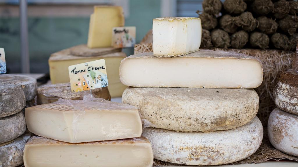 Käse gehört unbedingt in den Kühlschrank.